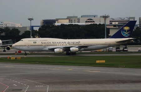 800px-Saudi_Arbaian_Airlines_Boeing_747-300,_HZ-AIT,_SIN_3
